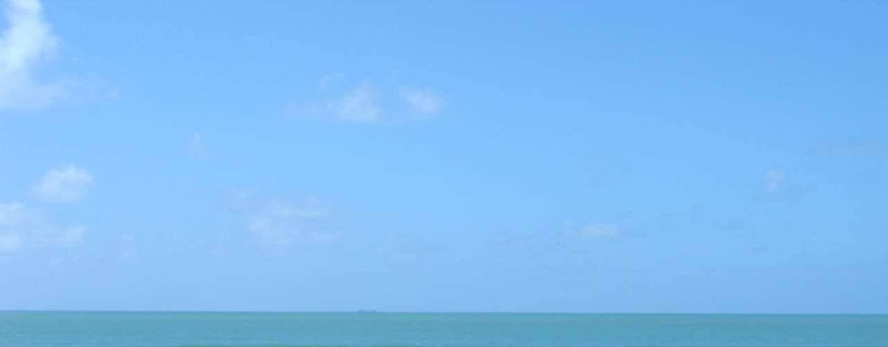 Praia da Boa Viagem, Recife, Brasil: o destino é muito popular entre os turistas, mas os tubarões que frequentam as águas próximas à praia tornam o local perigoso