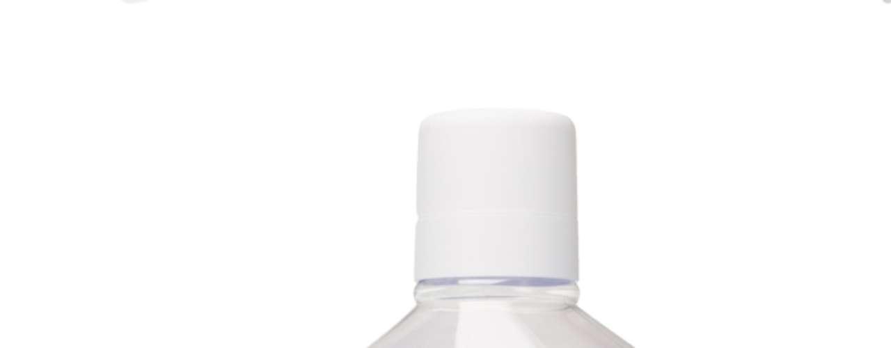 1- Leia a composição do produto - Não use produtos que contenham álcool em sua fórmula. Esse componente resseca a mucosa e provoca uma descamação. A consequência disso é a formação da saburra lingual, que provoca o mau hálito. Também é importante usar produtos que tenham registro da ANVISA.