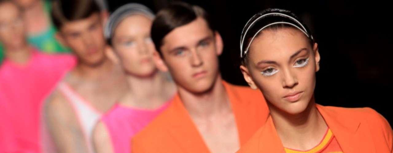 As cores fortes dominaram a coleção da Unconditional, que optou por uma maquiagem branca