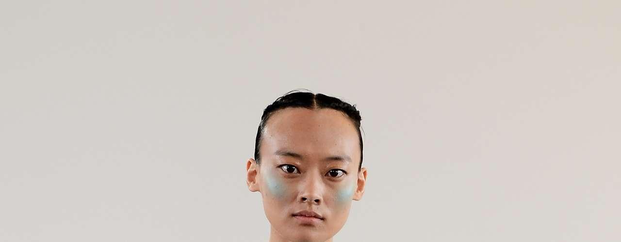 O blush das modelos do desfile de Huishan Zhang às vezes combinava com o tom da roupa