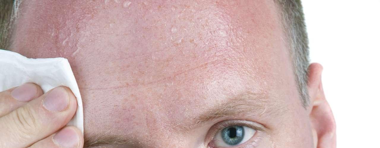 A transpiração pode gerar problemas em uma entrevista de emprego e outras situações formais, gerando constrangimento. E o maior vilão quando se trata de suor excessivo, segundo os especialistas, é de fato o estresse. \
