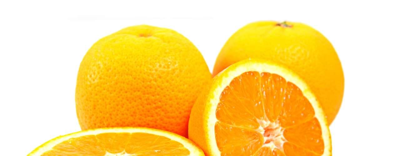 Frutas cítricas, como a laranja, são responsáveis pela ação clareadora da cútis por conta dos antioxidantes naturais encontrados na vitamina C