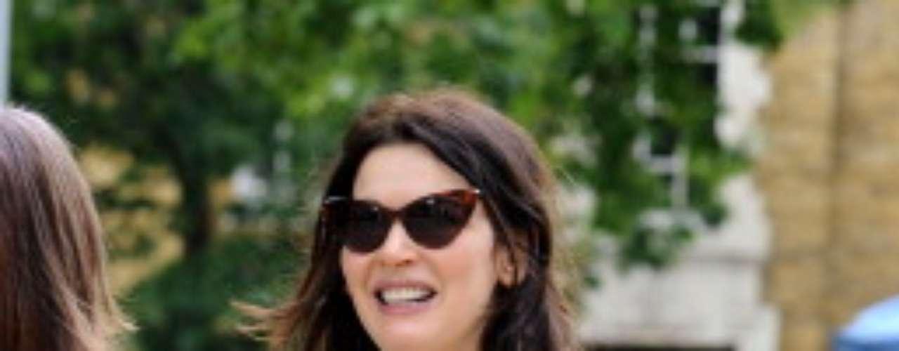 Em junho de 2011, ela adotou um vestido longo preto para andar pelas ruas de Londres