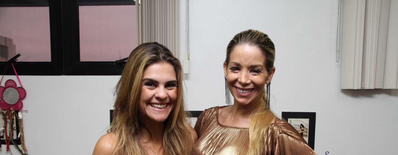 Durante o evento, a atriz Danielle Winits posou ao lado da amiga e sócia Fabiana Misse