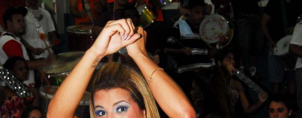 Apesar de ser capixaba, Rosana Ferreira é fã do Carnaval e capricha quando o quesito é  samba no pé