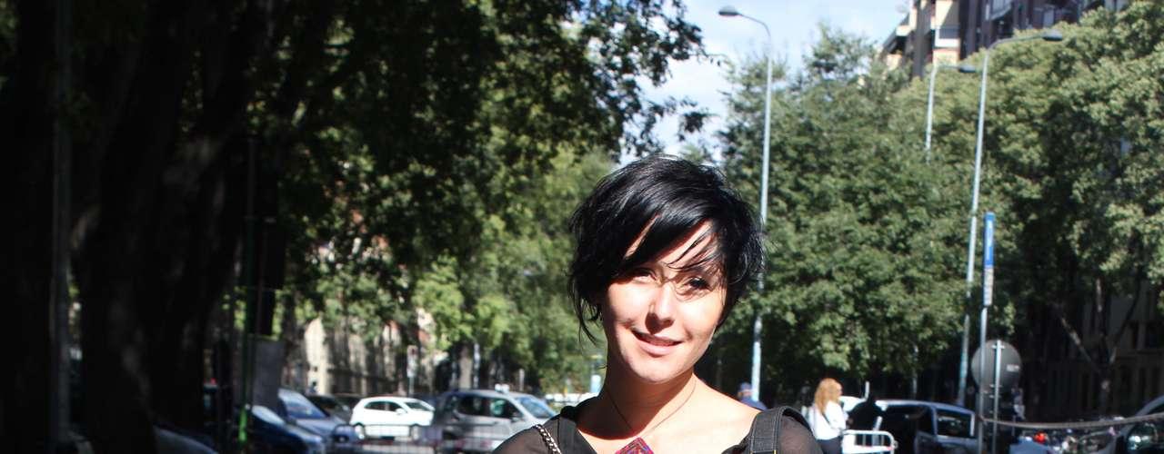 A transparência comportada de Alberta Ferretti já está nas ruas de Milão