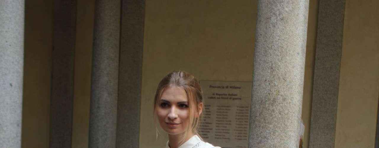 Essa fashionista já adotou os detalhes em renda, visto em várias passarelas dos 2 dias de evento