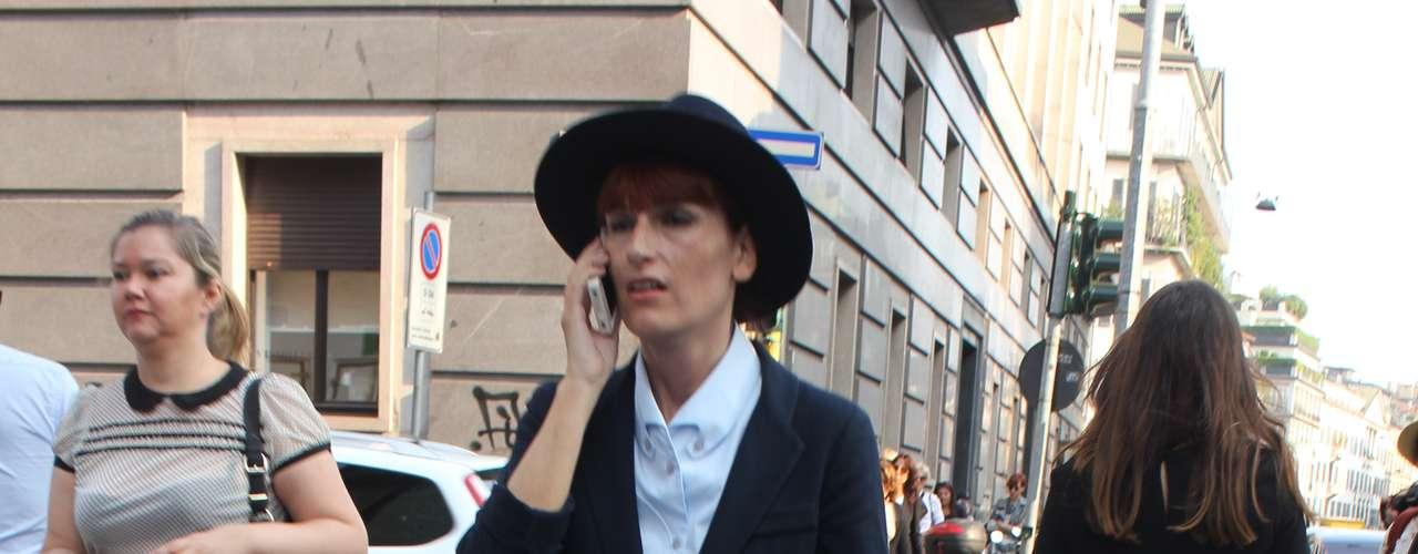 O blazer com corte masculino, que apareceu no desfile Armani e Krizia, também já está no guarda-roupa das fashionistas