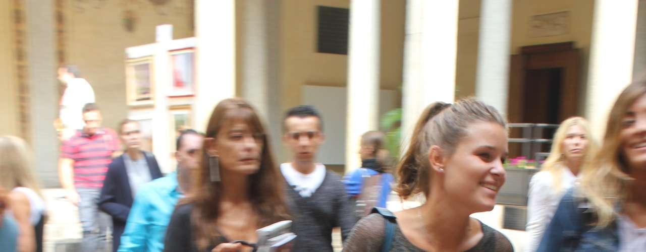 O look despojado visto na passarela Krizia já está nas ruas de Milão