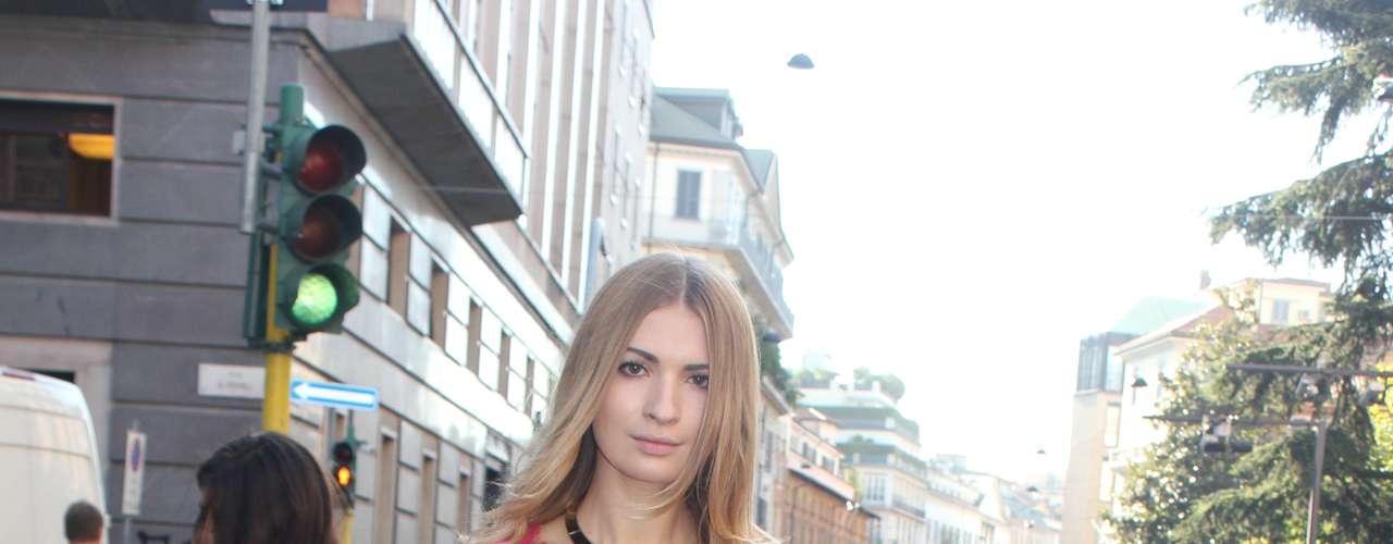 Renda, branco, rosa claro e cabelos despojados, tudo o que a fashionista já viu nos 2 dias de desfile de Milão