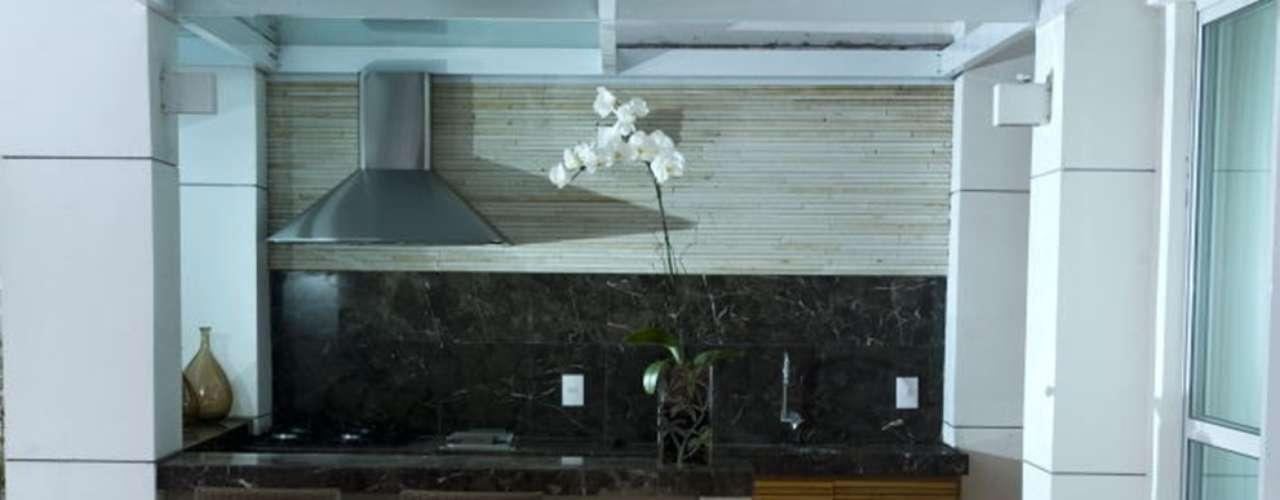 Neste outro projeto, com mais espaço, a varanda gourmet se tornou um espaço de lazer da casa