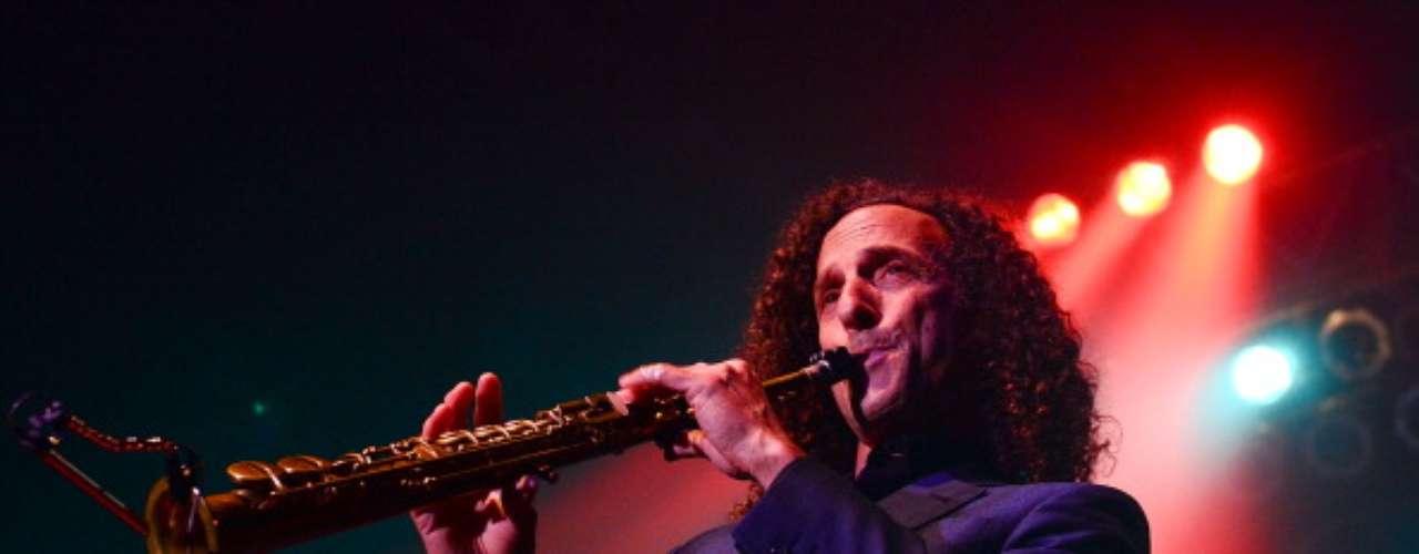 Cruzeiro do Kenny G.: o saxofonista norte-americano Kenny G. toca sucessos entre os convidados do navio