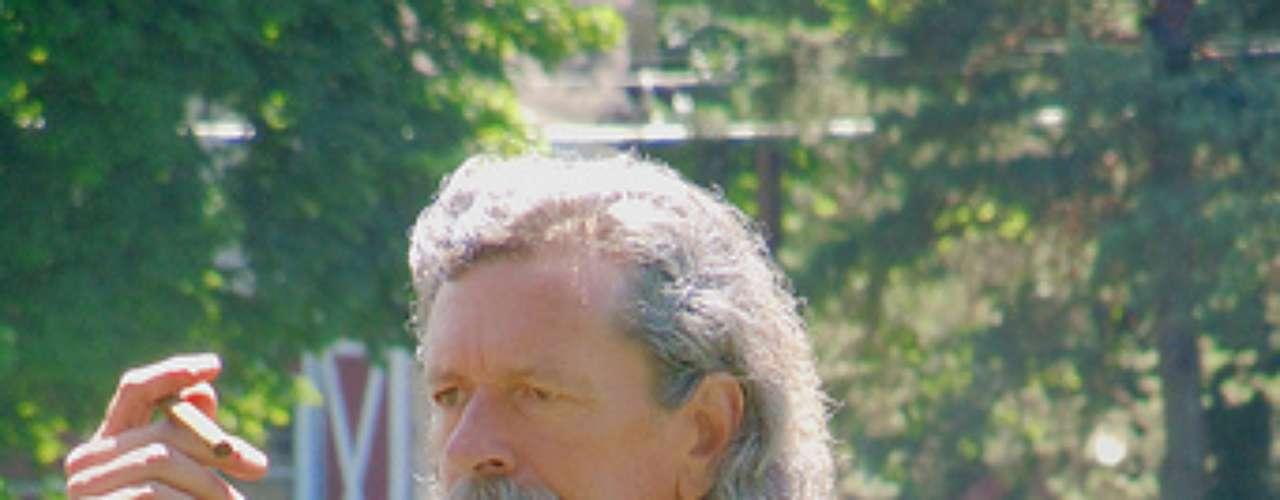 Cruzeiro em tributo a Mark Twain: fãs do escritor e humorista Mark Twain, morto em 1910 e conhecido por romances como As Aventuras de Tom Sawyer, se vestem em trajes de época para homenagear o dito pai da literatura americana
