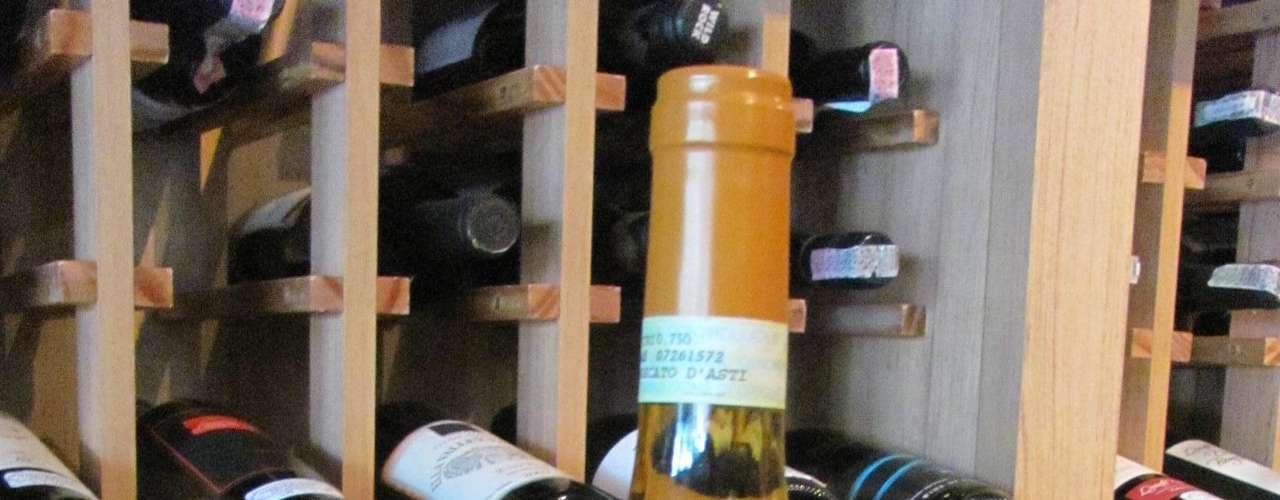 Moscato DAsti DOCG Batasiolo (Itália) - Preço médio: R$ 55. Características: um vinho adocicado e levemente efervescente, ótimo para acompanhar sobremesas, especialmente as elaboradas com frutas frescas. Onde encontrar: Importadora Max Brands. Tel. (11) 2174-6700
