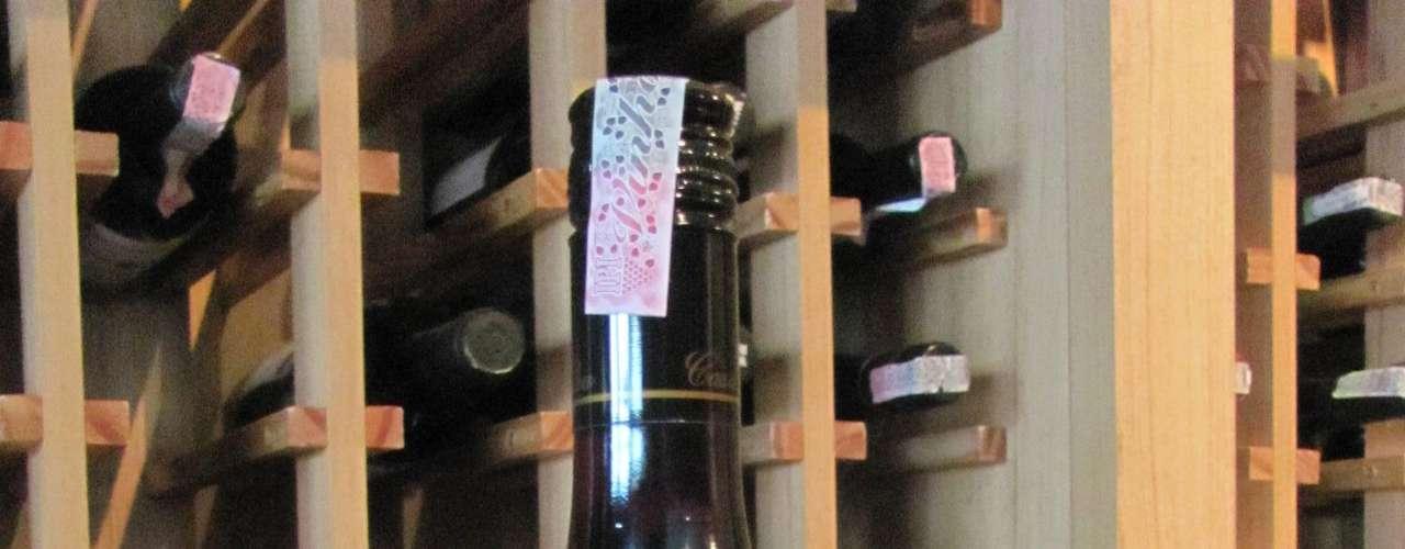 Casa Silva Pinot Noir Reserva 2010 (Chile) - Preço: R$ 58. Características: um varietal do terroir em que a pinot noir se dá muito bem. A vinícola tem consultoria do conceituado enólogo Mario Geisse, que produz o premiado espumante Cave Geisse. Onde encontrar: Importadora Vinhos do Mundo. Tel. (51) 3028-1998