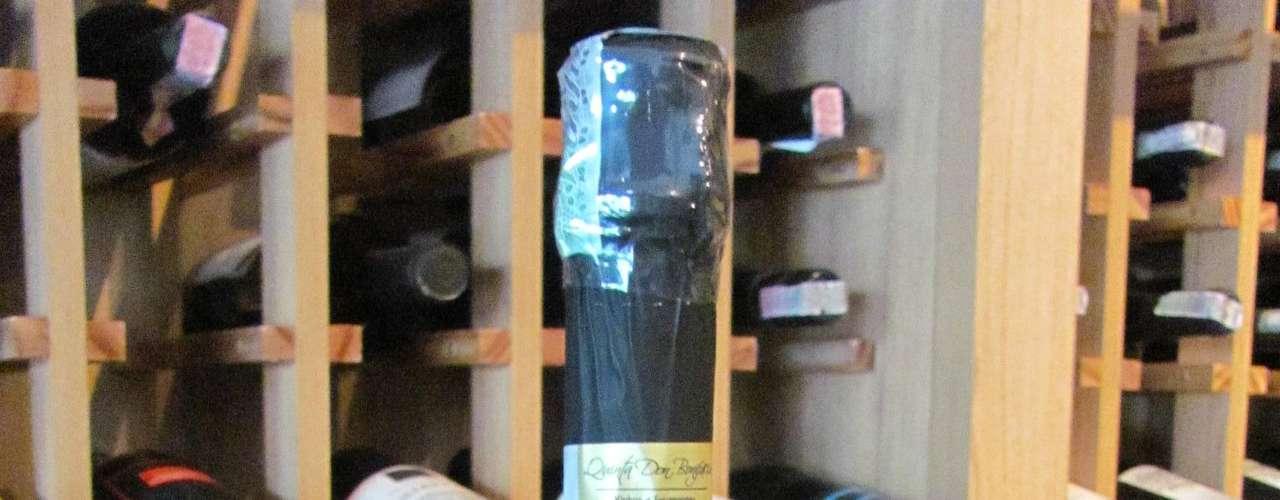 Espumante Habitat Brut (Brasil) - Preço: R$ 64. Características: feito com 50% chardonnay e 50% pinot noir pelo método champenoise (ou tradicional), permanece pelo menos 18 meses em contato com as leveduras. Vencedor do Top Ten na categoria Espumante Nacional da Expovinis 2012, a maior feira de vinhos da América do Sul. Onde encontrar: Enoteca O Melhor Vinho do Mundo. Tel. (11) 4121-5576