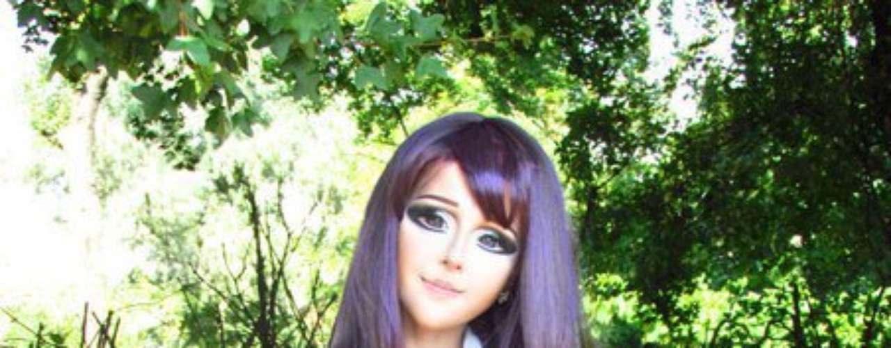 Anastasyia também muda o cabelo para se parecer com outros personagens