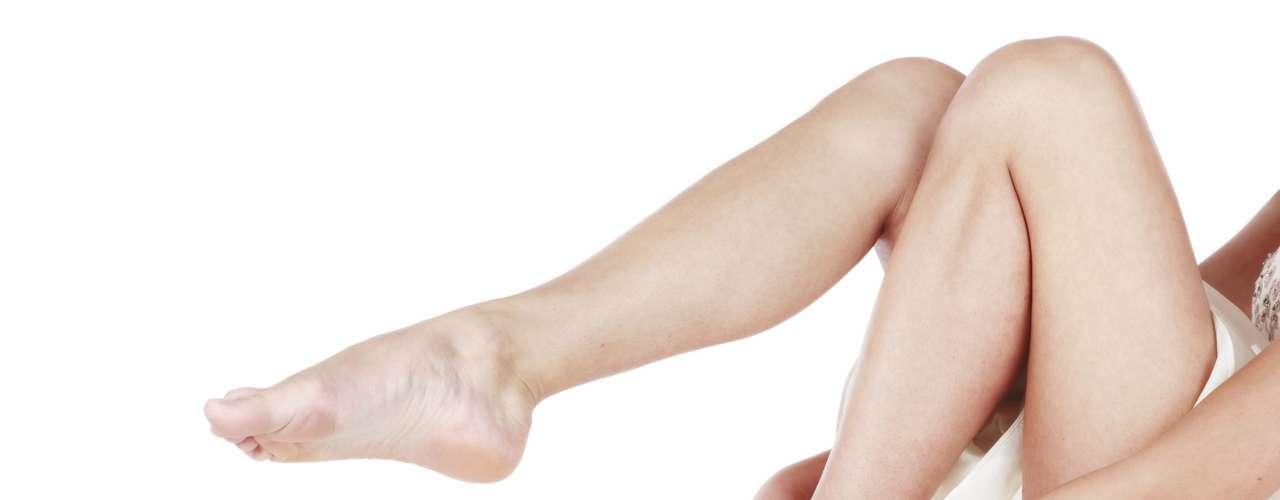O comum problema das varizes, veias dilatadas das pernas e pés, atingem 70% das pessoas com até 70 anos e, além de prejuízos estéticos, podem causar dor, desconforto, inchaço e demandar cirurgia. Por isso, fique atento aos sinais na pele e aprenda a cuidar deste quadro