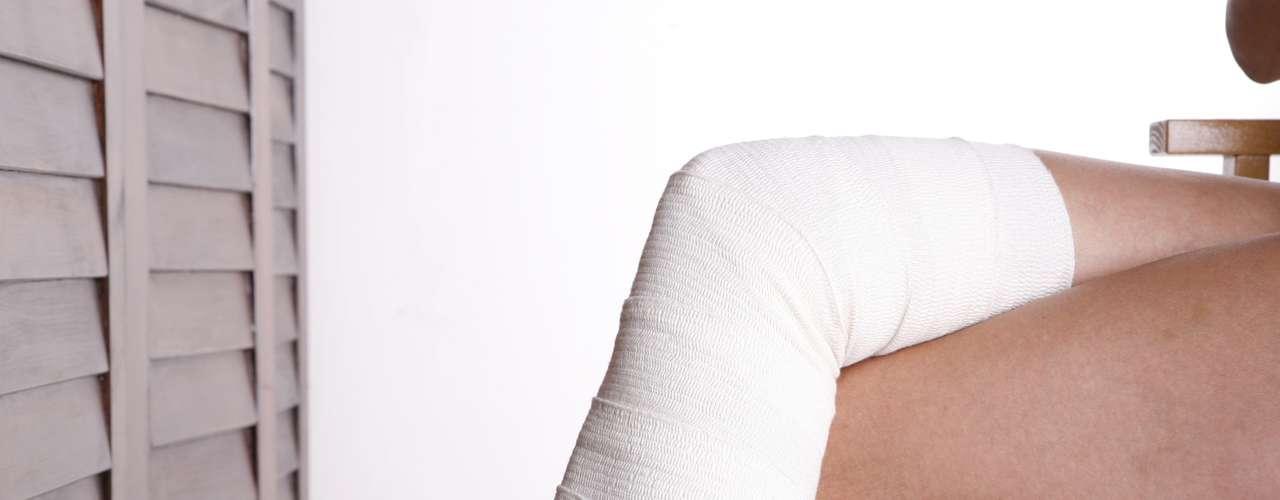 A melhor maneira de prevenir os vasinhos e varizes é adotar um estilo de vida saudável. Evitar o excesso de peso, fazer exercício aeróbico com frequência , ter uma alimentação balanceada para evitar a síndrome do intestino preguiçoso, manter a hidratação e usar a meia elástica