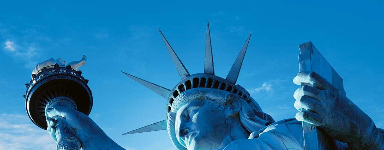 Nova York, Estados Unidos - O pacote da CVC inclui passagem aérea e quatro noites de hospedagem com café da manhã no Hotel Z. Os voos partem de São Paulo nos dias 9 e 10 de dezembro. O pacote custa a partir de US$ 1.698 (cerca de R$ 3.190) e pode ser dividido em até 10 vezes