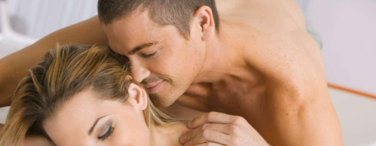 Sexo: não apenas o ato real, mas tudo que vem com ele. Muitas mulheres caem em uma zona de conforto e deixam as coisas esfriarem em um relacionamento de longo tempo. Ser capaz de satisfazer os desejos sexuais do homem e tudo que ele retribui é vital para a manutenção e para a felicidade do casal. Os homens querem que elas digam o que fazer ou para onde ir e não querem que elas sejam tímidas quando tratar dos desejos