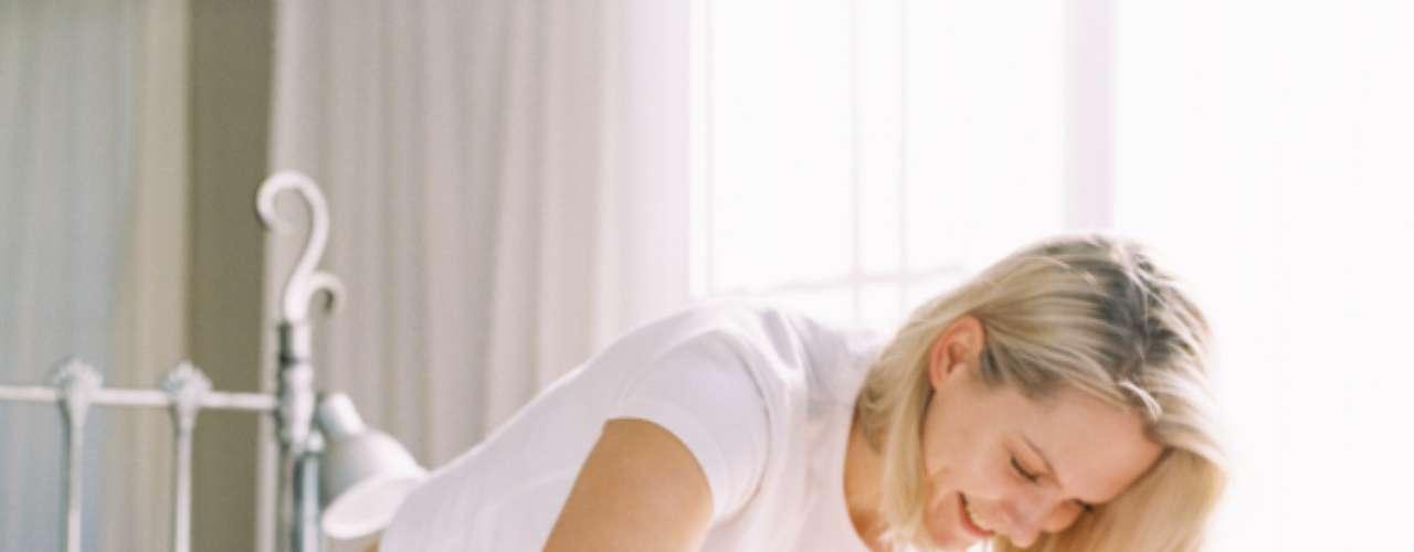 Descontração: esta é uma questão difícil para as mulheres naturalmente tensas, mas ser capaz de relaxar quando está perto dele em um ambiente íntimo é crucial para o estabelecimento da relação sólida. Se ela parecer tensa, estressada e rígida pode confundi-lo e fazê-lo pensar que ela não está interessada em estar perto