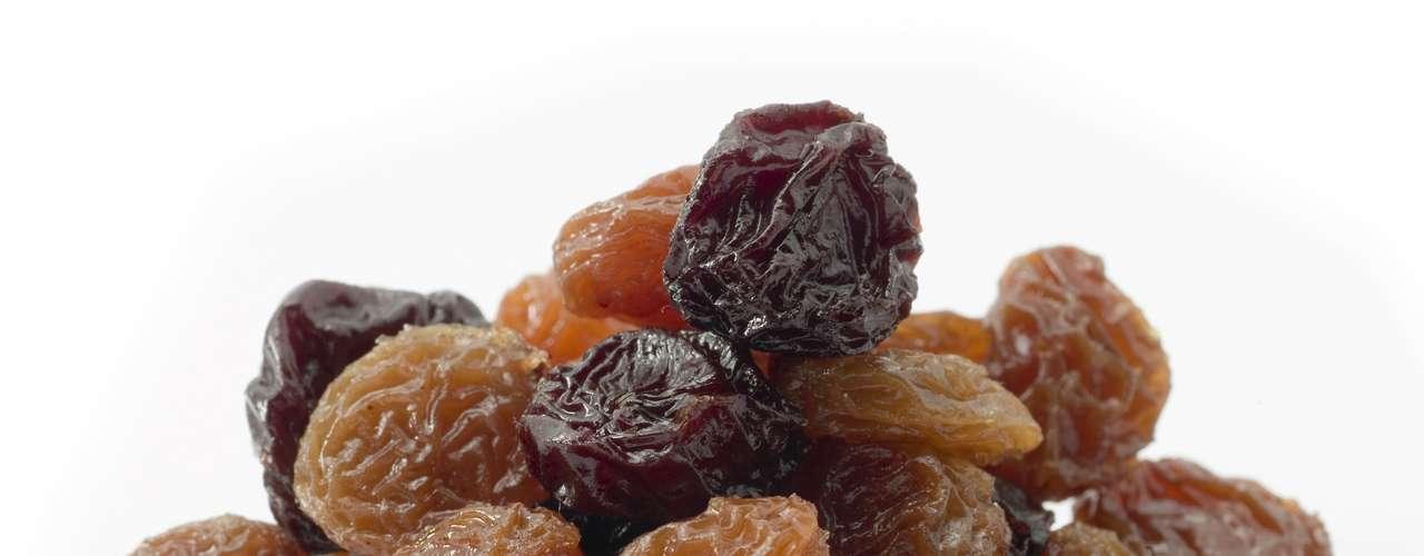 Uvas passas: pacotes pequenos com uvas passas têm 322 miligramas de potássio. Apenas cuidado com as grandes porções, pois a quantidade extra de açúcar pode aumentar muito a quantidade de calorias