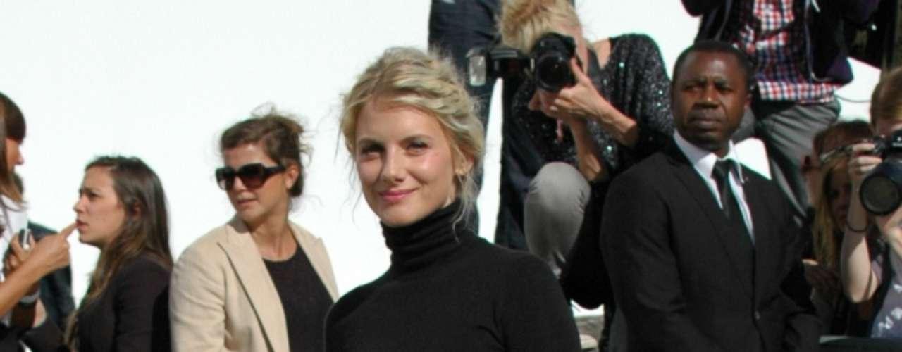 A atriz francesa Mélanie Laurent, que atuou no filme Bastardos Inglórios, foi convidada especial do desfile da Dior
