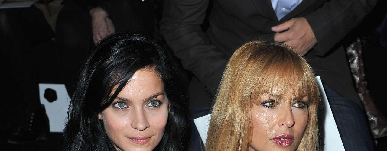 Leigh Lezark e Rachel Zoe no desfile da dupla Viktor & Rolf no sábado (29) em Paris