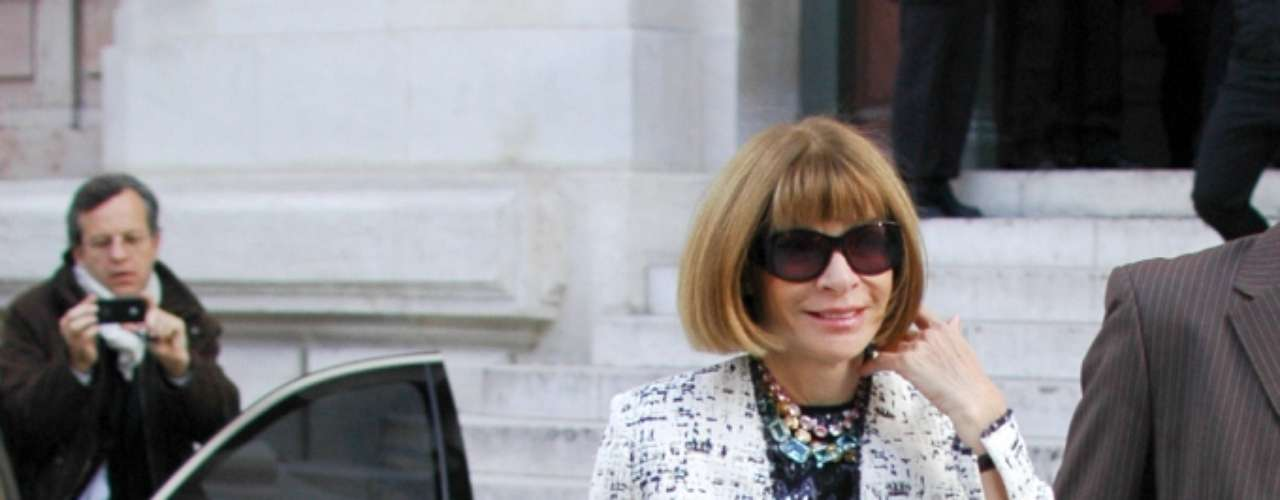 O visual de Anna Wintour trazia um mix de texturas e estampas