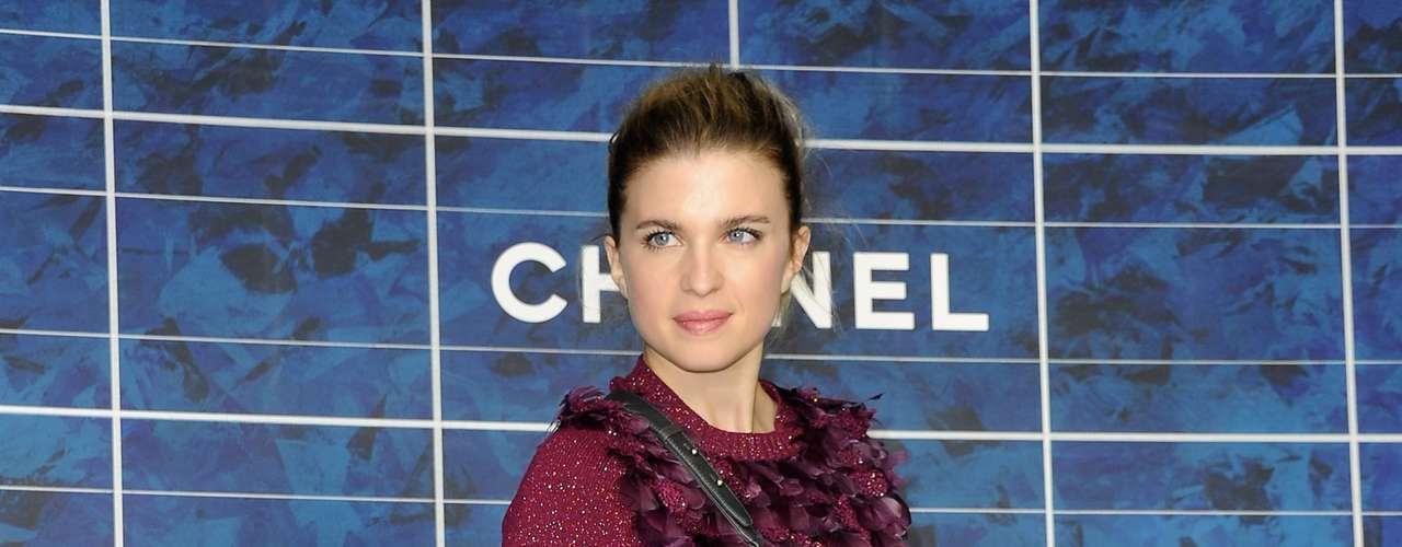 A atriz francesa Cécile Cassel marcou presença para ver a nova coleção da Chanel