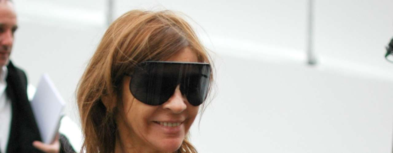 Carine Roitfeld na saída do desfile Louis Vuitton