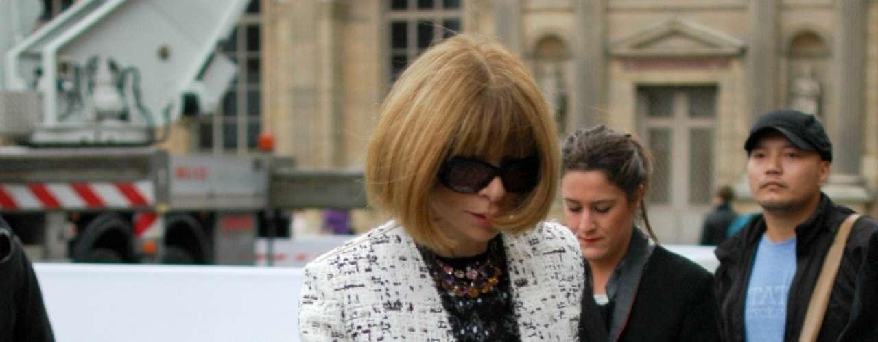 Anna Wintour, da Vogue americana, repetiu no desfile Louis Vuitton a roupa que usou para ver Stella McCartney, dois dias antes