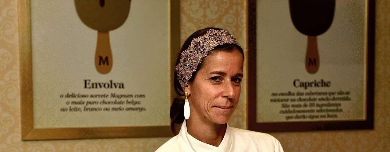 Na inauguração, a chef pâtisserie Mara Mello fez sobremesas com o sorvete e chocolate belga
