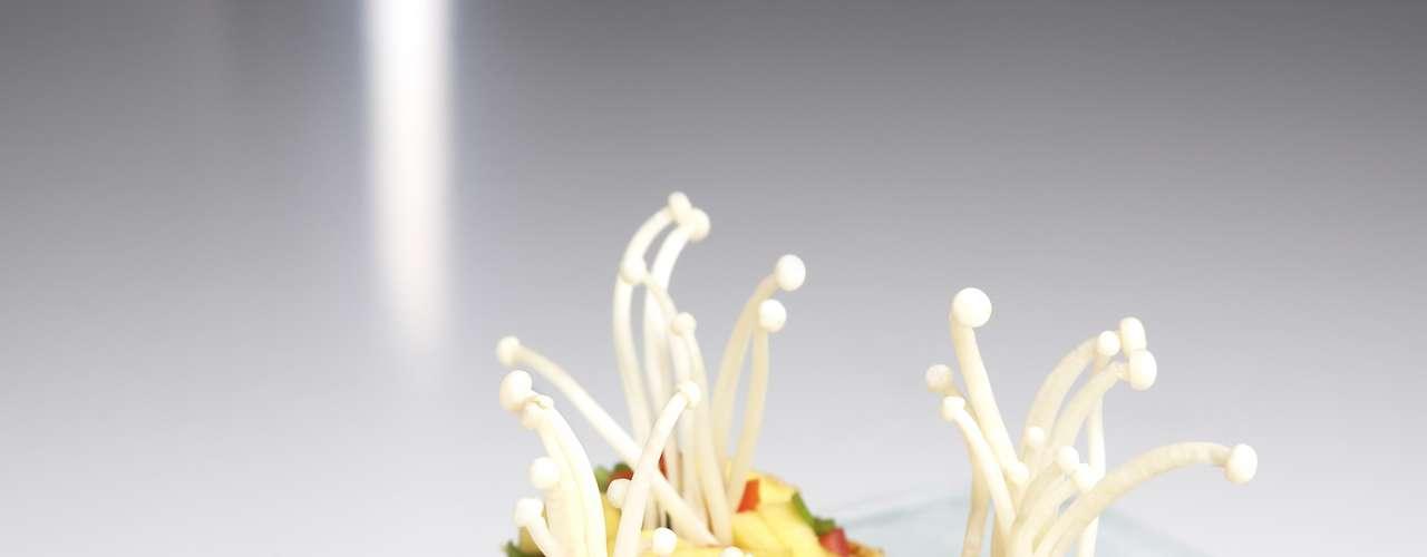9. Sobremesas de vegetais: a combinação de sabores doces e salgados é bastante explorada na culinária, principalmente na oriental, bem popular no Brasil. Pois agora essa brincadeira vai além, com sobremesas feitas com legumes e verduras. Cenoura e abóbora, por exemplo, são bastante usados em bolos e tortas, mas novos ingredientes estão sendo misturados a receitas tradicionais, resultando em cheesecake de couve-flor, brownie de feijão preto ou crostata de berinjela com cobertura de chocolate