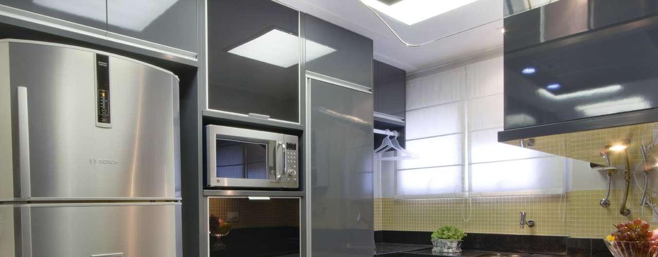 O designer também preferiu um forno multifuncional como alternativa ao micro-ondas