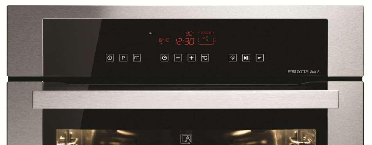 Este forno elétrico da GE tem função de autolimpeza, feita em alta temperatura