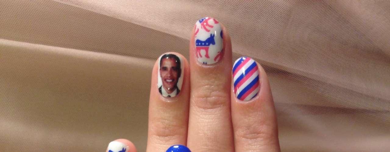 A cantora Katy Perry é uma amante das unhas decoradas. Para apoiar a reeleição de Barack Obama, ela aplicou adesivos com a foto do presidente, além de temas norte-americanos