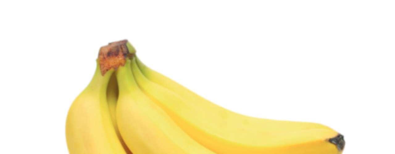 A fruta mais popular do Brasil pode prevenir acidente vascular cerebral (AVC). Cientistas britânicos e italianos sugerem três bananas por dia para obter o benefício