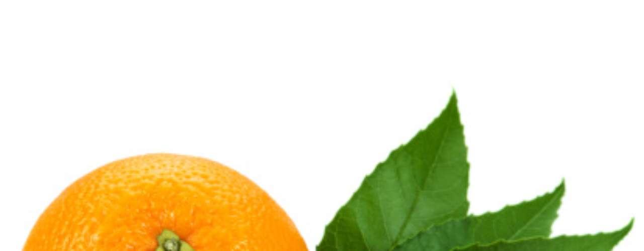 Comer frutas cítricas, como laranja e toranja, é uma boa aposta para as mulheres. De acordo com uma pesquisa da Universidade de East Anglia, na Inglaterra, essas iguarias reduzem o risco de acidente vascular cerebral (AVC) isquêmico