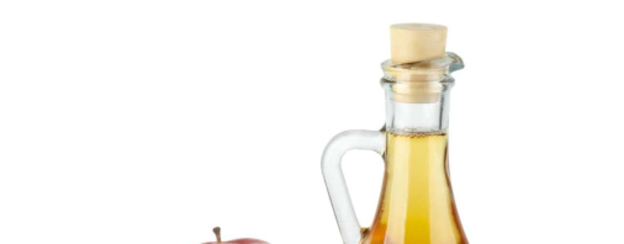 Segundo uma pesquisa de Minnesota, nos Estados Unidos, uma ou duas colheres diárias de vinagre de maçã podem aumentar os níveis do colesterol bom (HDL). Os cientistas acreditam que o produto acelere o processamento das gorduras.