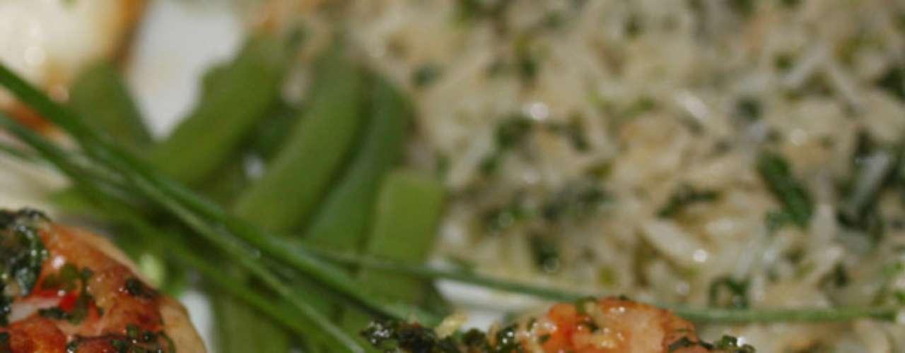 Em Ribeirão Preto, no interior de São Paulo, o Savana Motel criou o cardápio 'Gastronomia é arte'. No menu, destaque para o Camarão à Provençal, que é grelhado na manteiga de ervas aromáticas e servido com arroz frito na manteiga e vegetais. Valor R$ 95