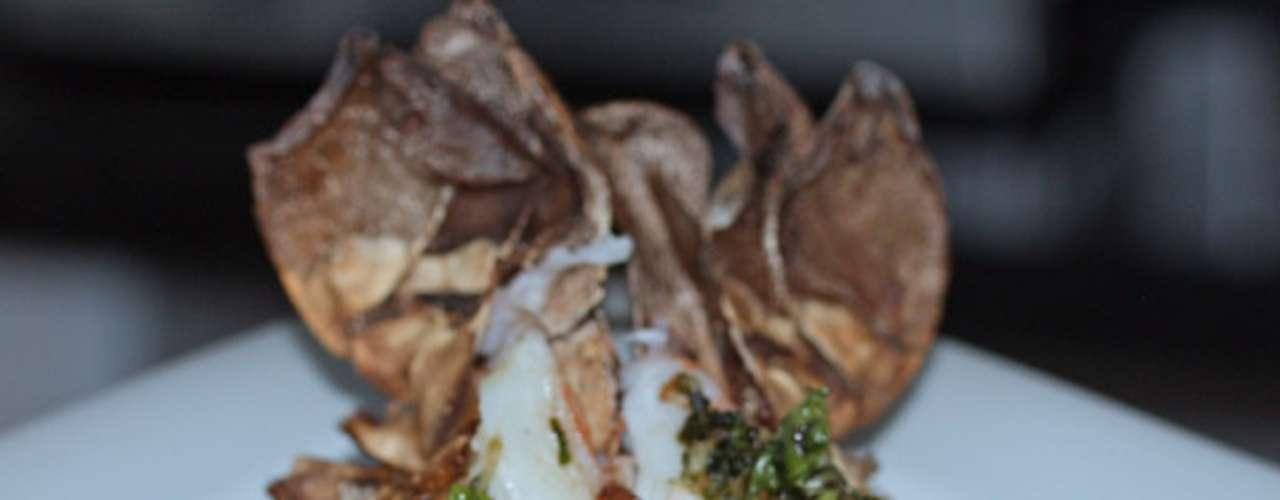 Cauda de lagosta grelhada: cauda de lagosta grelhada com manteiga de ervas, risoto verde e vegetais. Valor R$ 100 no Savana Motel, em Ribeirão Preto