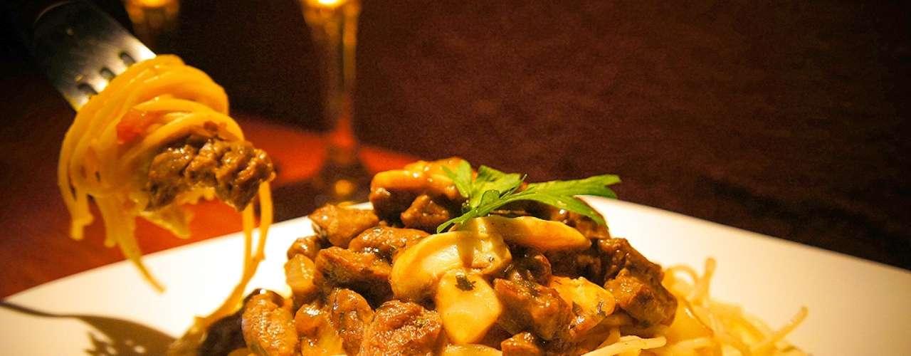 Mignon à Roma: filet mignon servido com espaguete, molho e cogumelos. Valor R$ 28 no Union Motel, na Paraíba