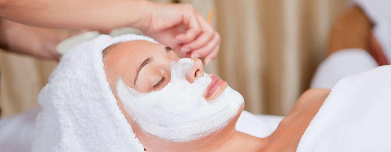 Máscara hidratante estimula a renovação celular, eliminando as células mortas e deixando a pele macia e lisinha