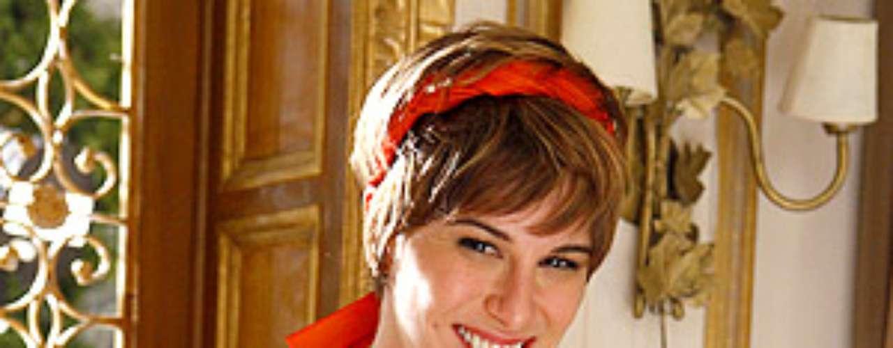 O figurino da filha do casal Berna (Zezé Polessa) e Mustafa (Antonio Calloni), Aisha (Dani Moreno), teve como referência as roupas de jovens blogueiras turcas. Entre os seus sapatos estão sapatilhas com estampa de ikat (tecido artesanal com tingimento especial nos fios)