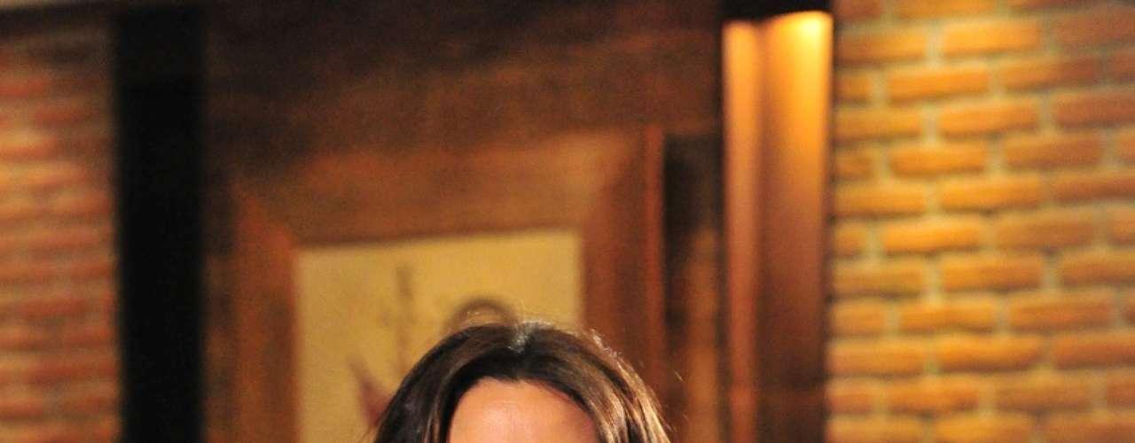A delegada Heloisa (Giovanna Antonelli) faz compras sempre que precisa aliviar o estresse. Seu visual de trabalho é composto por jeans e jaquetas de couro. Também veste calças com corte tipo bootleg (justo nas pernas e mais aberto na barra) e muita camisaria. A sensualidade fica nos decotes e fendas que usa quando não está trabalhando