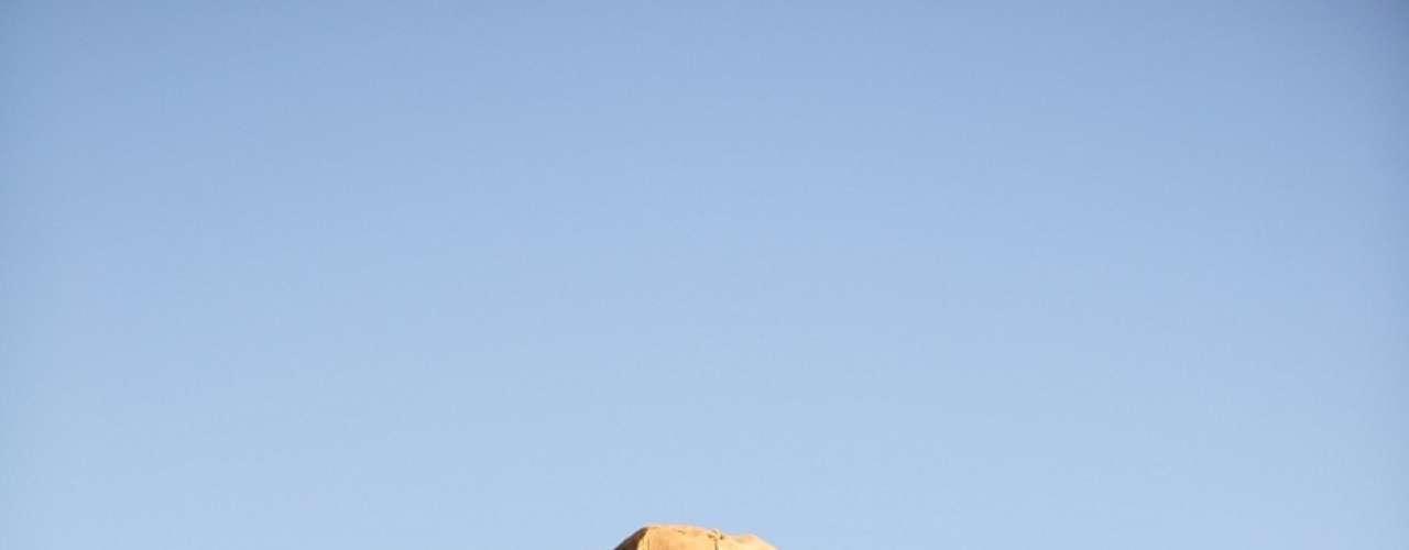 Um dos figurinos masculinos turcos de destaque é o de Zyah (Domingos Montagner), que tem um estilo cowboy com toque cigano. Usa coletes e lenços de ikat (tecido artesanal com tingimento especial nos fios), um cordão de couro com um símbolo curdo, mas também investe em camisas e calças sociais quando trabalha como guia em Istambul
