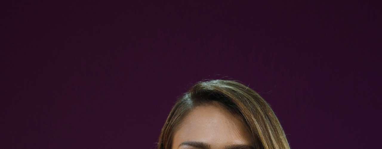 Esmalte vermelho foi a aposta da atriz americana Jessica Alba