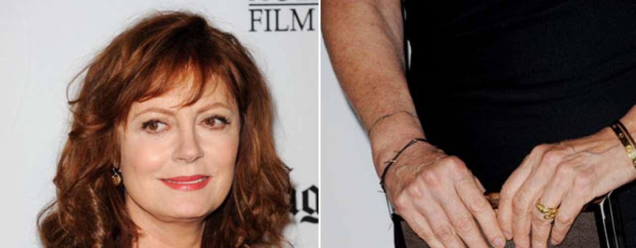 Nas mãos, a atriz optou por unhas ao natural